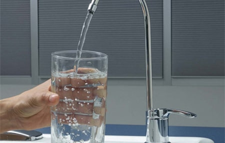 ماء الصنبور وفوائد الشرب منه