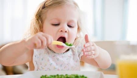 تغذية الطفل من سن عام إلى ثلاثة